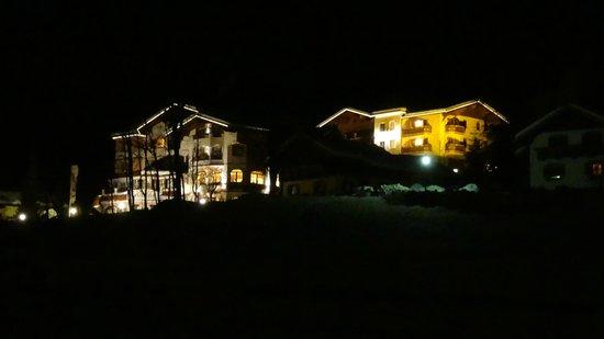 Montana Wellness-Aparthotel: Montana on the right