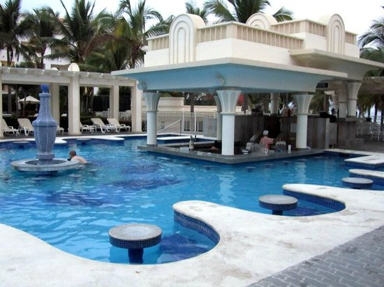 Hotel Riu Vallarta:                   Pool