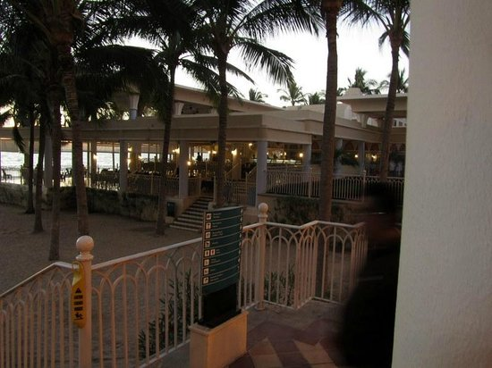 Hotel Riu Vallarta:                   Beach side facilities