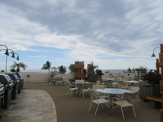 Royal Mauian:                                     Rooftop BBQ area