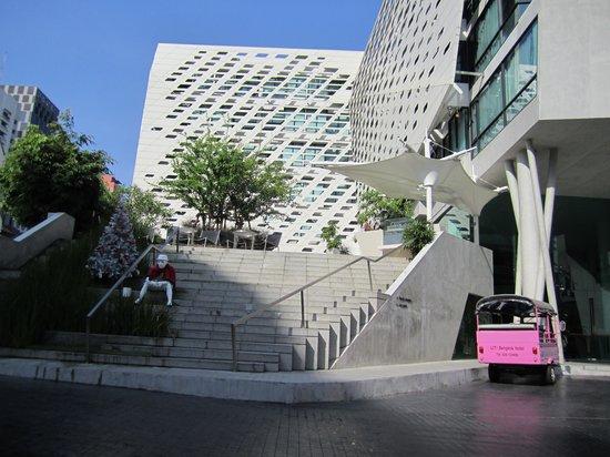 LiT BANGKOK Hotel:                   Snygg design även på utsidan