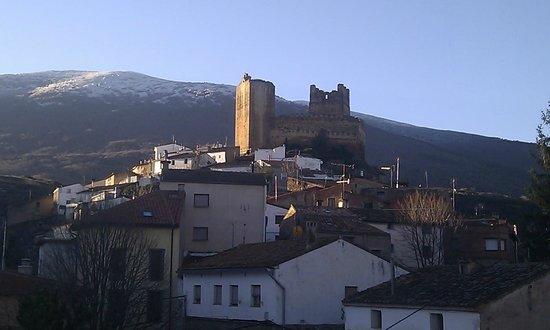 El Encanto del Moncayo: Vista al amanecer desde terraza habitación.