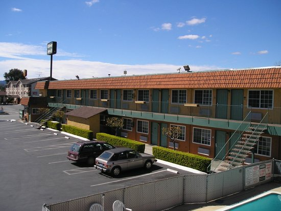 Gilroy Inn: Exterior