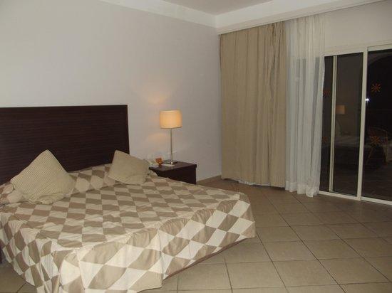 Jaz Mirabel Park:                   spacious room, kingsize bed