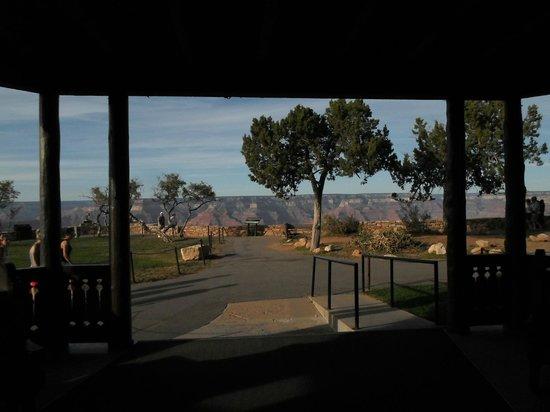 El Tovar Hotel:                   Stunning view