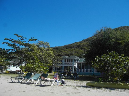 Oualie Beach Resort:                   heavin Nevis' Oualie beach