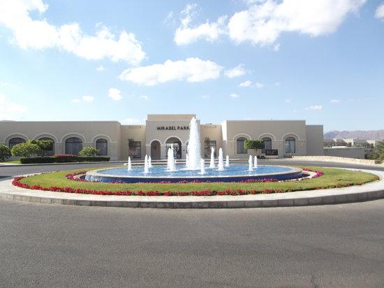 Jaz Mirabel Park:                   fountain outside the entrance
