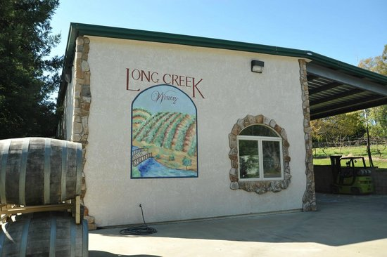 Long Creek Winery: The Tasting room at Long Creek