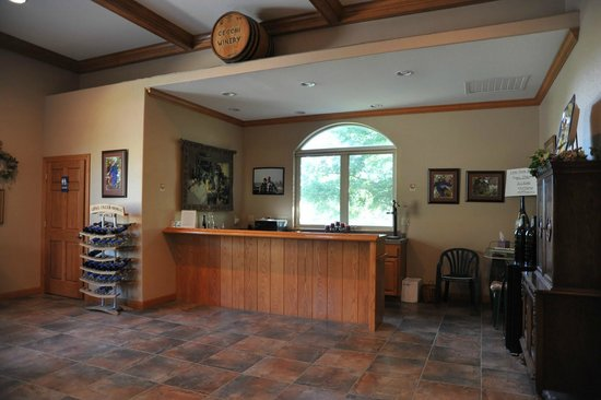 Long Creek Winery: The tasting room