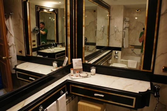 Rome Cavalieri, Waldorf Astoria Hotels & Resorts:                   Marble Bathroom