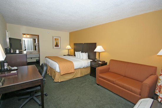 Comfort Inn Jonesville: Single King with Sofa Bed