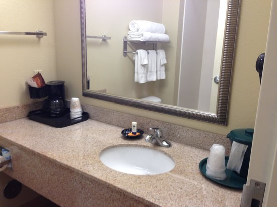 La Quinta Inn & Suites Stillwater -University Area :                   Bathroom