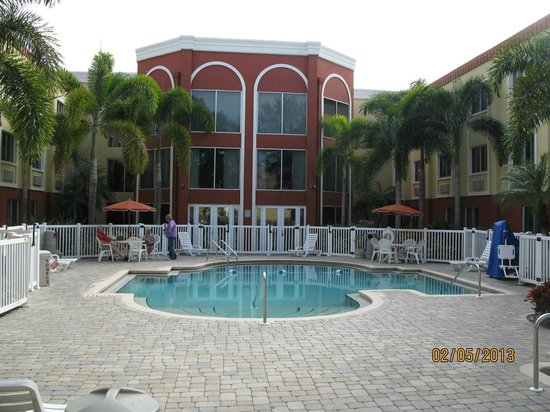 Holiday Inn Express & Suites Bradenton West: Pool area