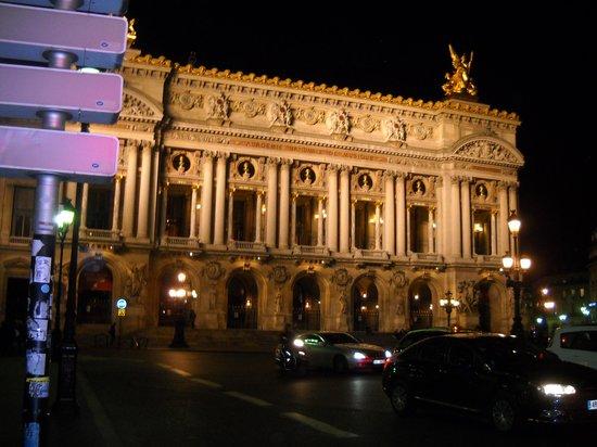 Hotel Saint Petersbourg:                   Ópera de París