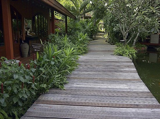Zazen Boutique Resort & Spa:                   Pathway to Restaurant and Beach