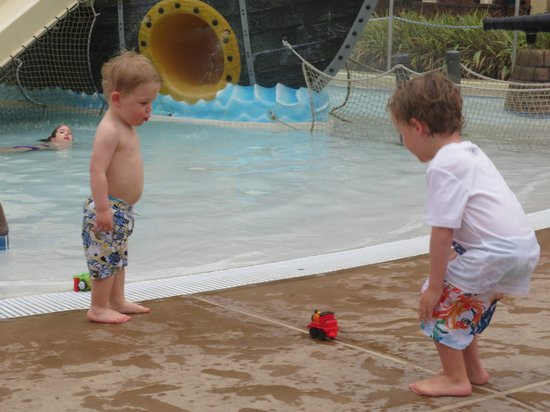 Sheraton Vistana Villages - International Drive:                   Boys just walk into pool