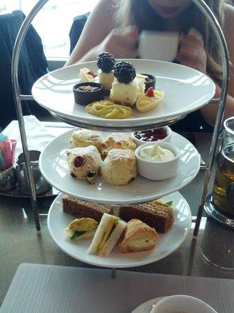 Globe@YVR:                   Tea Platter