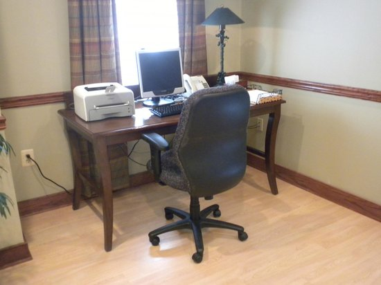 Country Inn & Suites by Radisson, Washington Dulles International Airport, VA: Business Center in the Lobby