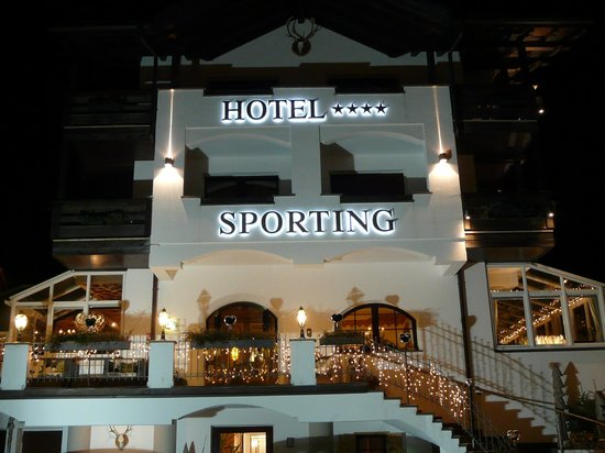 Hotel Sporting:                   Blick auf das Hotel von vorne