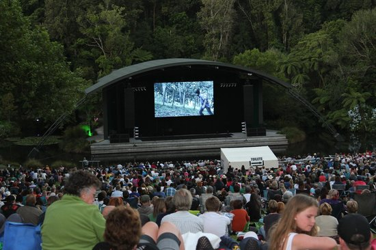 Parque Pukekura:                   Tropfest NZ - the world's largest short film festival - in the Bowl of Brookla