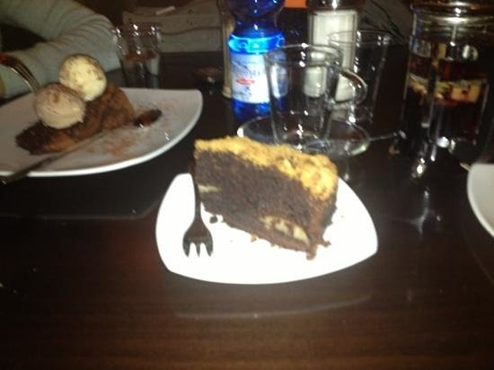Cha:                                     torta pere e cioccolato con granella di amaretti
