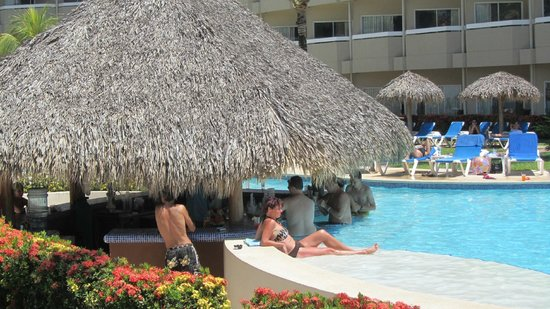 Fiesta Resort All inclusive Costa Rica:                   Swim up bar at Pool 3