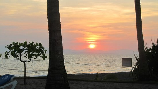 Doubletree Resort by Hilton, Central Pacific - Costa Rica:                   Sunset from pool 3!