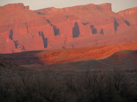 Red Cliffs Lodge:                   Red rocks