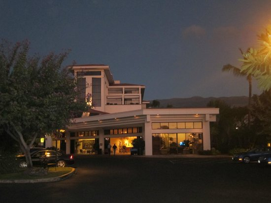 Maui Coast Hotel: View of the front of the hotel