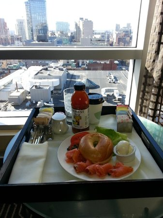 Kimpton Nine Zero Hotel: Room service breakfast w/ bagel, smoked salmon, coffee, Honest Tea,