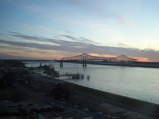 Hilton Baton Rouge Capitol Center: Mississippi River from our room