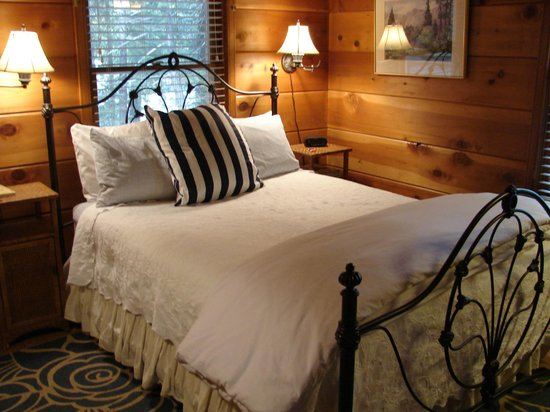 Elliott House Bed & Breakfast: The Ponderosa shows Cedar finishes with Queen feather mattress pad bedding, comforter, and more.