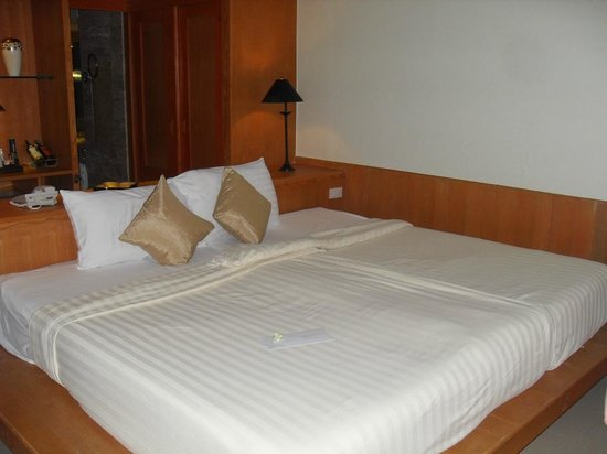 Seaview Patong Hotel:                   bed