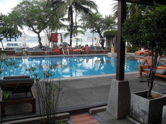 โรงแรมซีวีว ป่าตอง:                   pool