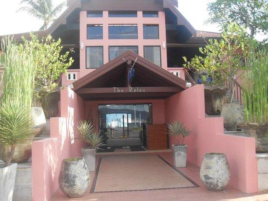 Seaview Patong Hotel :                   outside hotel