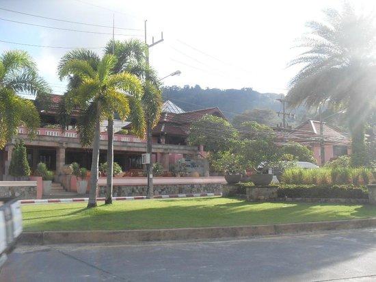 โรงแรมซีวีว ป่าตอง:                   outside hotel