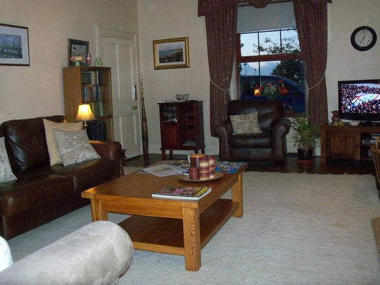 Willow Farm Bed and Breakfast: GUEST DRAWING ROOM