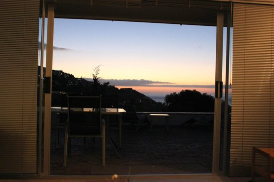 Llandudno Beach Apartments: Sunset from the sofa