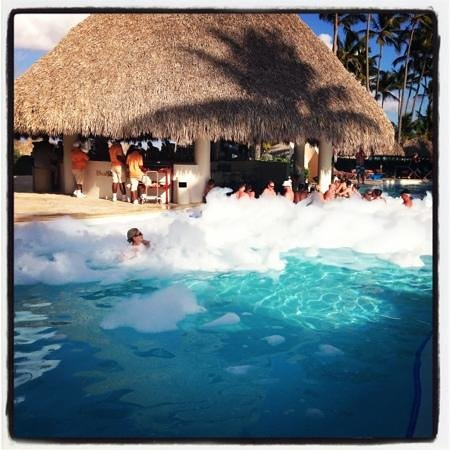 Secrets Royal Beach Punta Cana: mousse party a la piscine