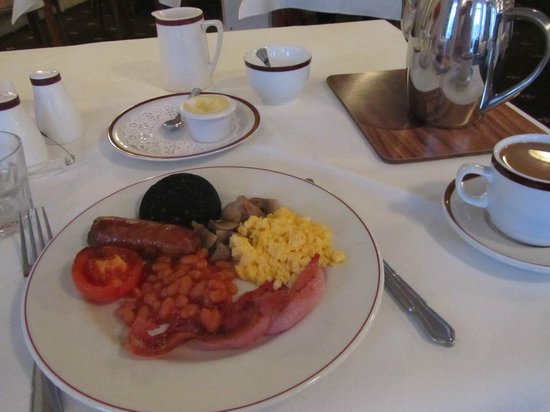 Park Manor Hotel: My breakfast - I asked for a small amount with a bit of everything