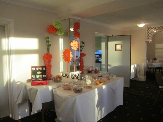 Park Manor Hotel : Breakfast fare in the dining room