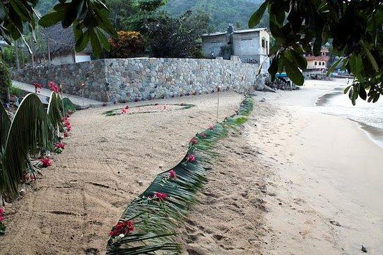 MiraMar Yelapa:                                     Beech Ceremony