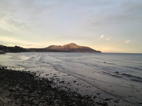 Eden Lodge Hotel: View over to Holy Isle