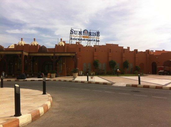SUNRISE Select Royal Makadi Resort:                   front of hotel