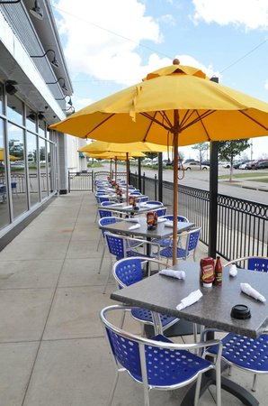 Razzoo's Cajun Cafe: Garland Patio