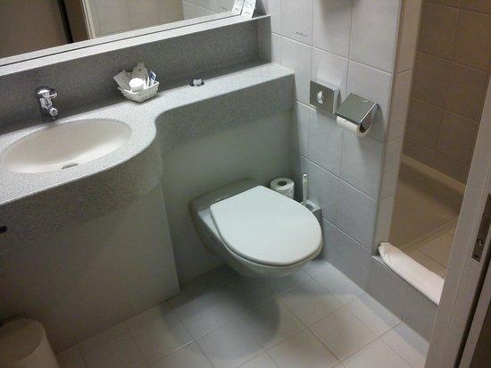 Hotel Fly Away :                   Bathroom