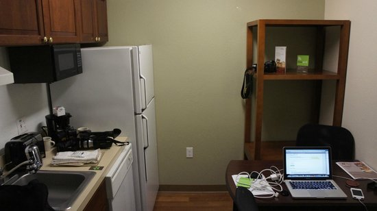 Extended Stay America - Tampa - Airport - N. West Shore Blvd.:                   kitchen closet
