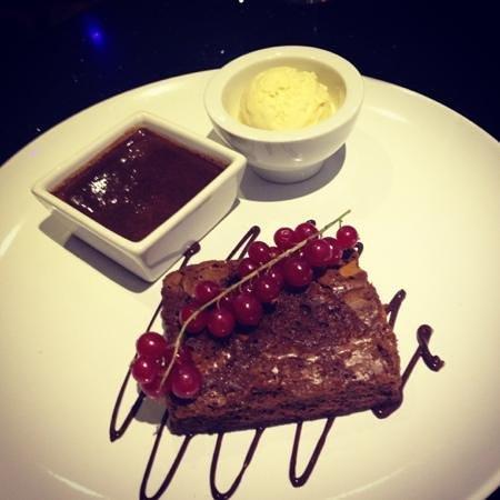 La Cocina:                                     chocolate brownie with warm choc sauce and vanilla ice cream