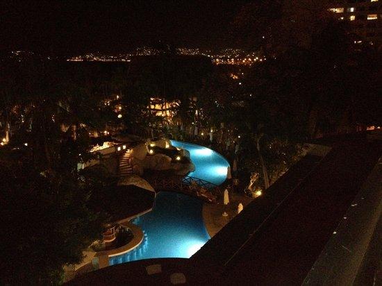 Emporio Acapulco Hotel:                   Vista Nocturna