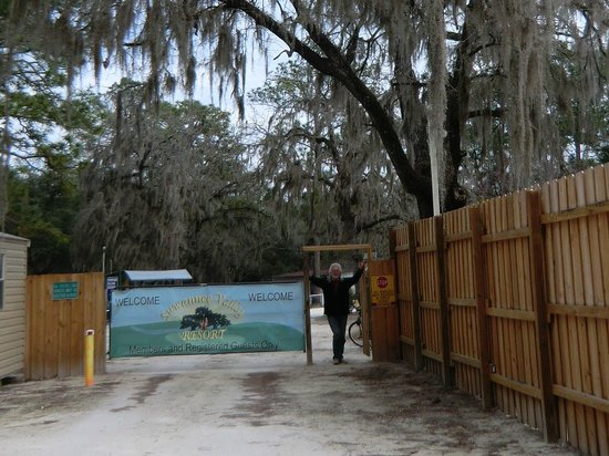 Suwannee Valley Campground:                                     ingang
